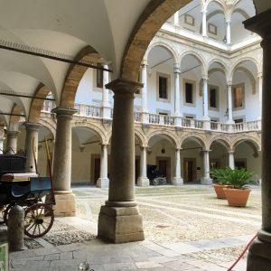 cour-palais-des-normands-palerme-jvo-voyages