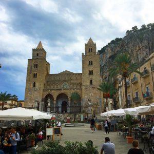 piazza-de-duomo-cafalu-sicile-jvo-voyages