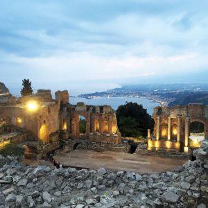 theatre-grec-taormine-by-night-sicile-jvo-voyages